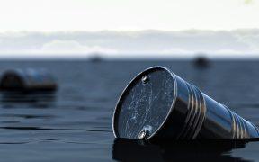 Petróleo se desploma más de 7% y dólar se va a 20.50 pesos