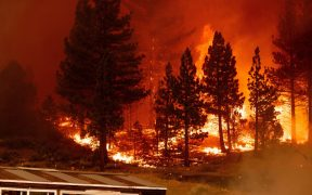 300 incendios forestales en Canadá obligan a evacuar a miles de personas
