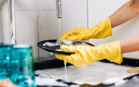 Sólo el 3% de las empleadas domésticas cuenta con servicios de salud como prestación laboral: Inegi