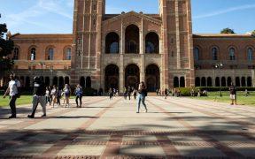 Estudiantes latinos lideran récord de ingresos a la Universidad de California por segundo año