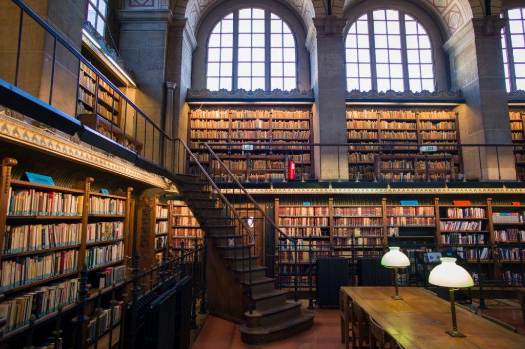Francia compra el manuscrito más famoso de Sade y otros de André Breton