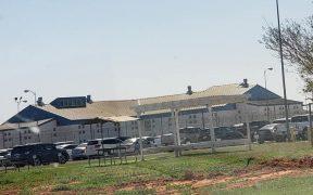 Cárcel convertida por gobernador de Texas para detener migrantes inicia funciones