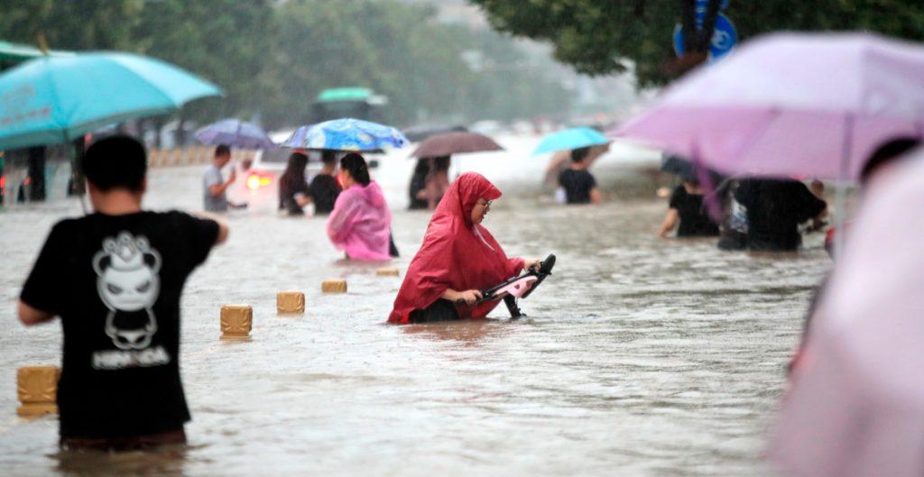 Hallan muertos a 14 obreros atrapados por inundación en túnel de China
