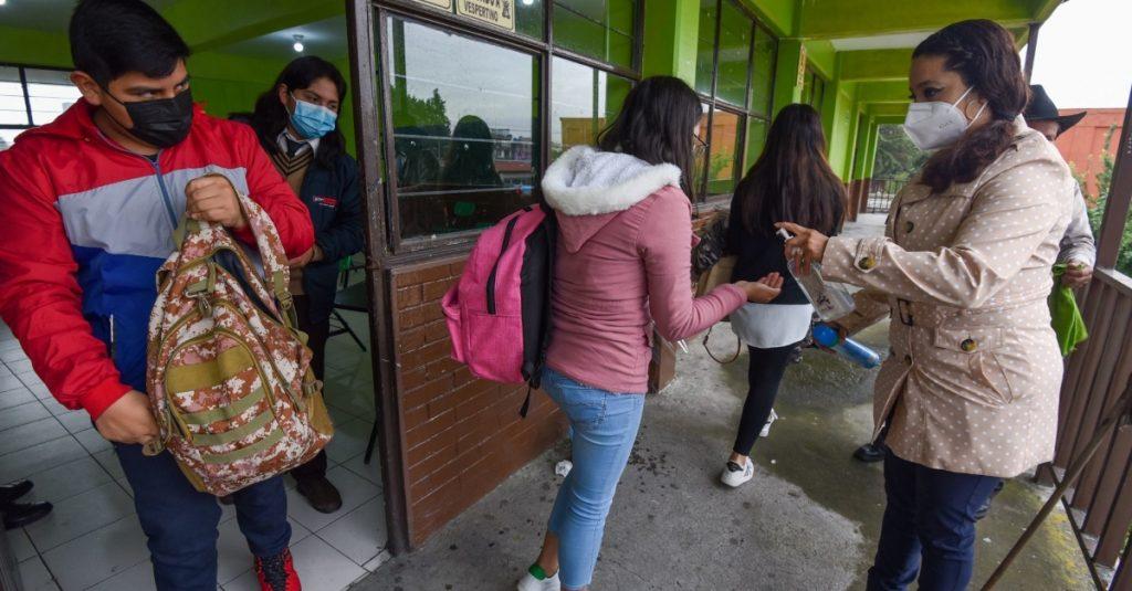 Asociaciones rechazan regreso de clases presenciales, tras dichos de AMLO de que estudiantes vuelvan en agosto