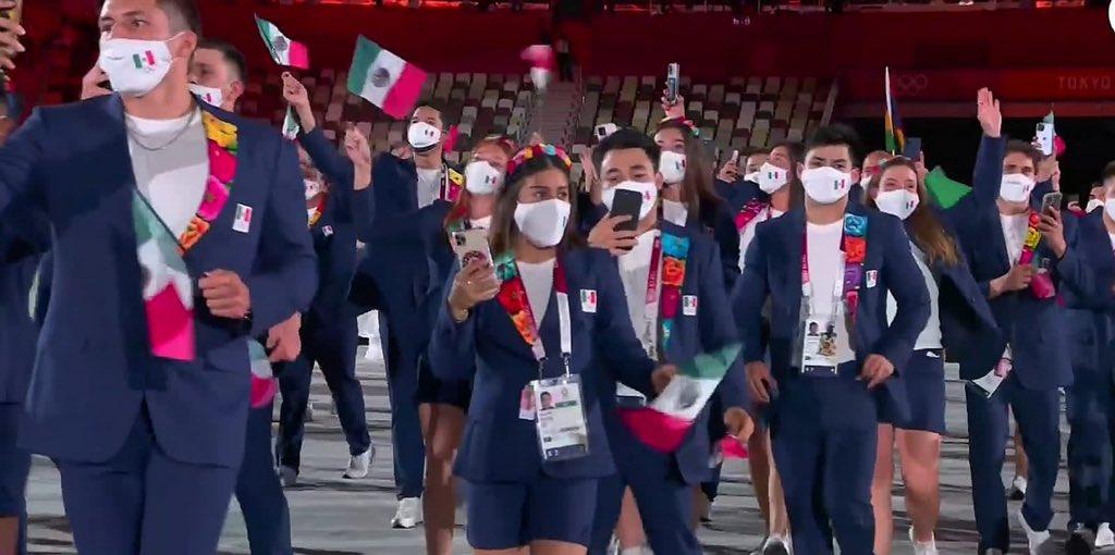 La delegación de México lució su traje artesanal oaxaqueño en Tokio. (Foto: Conade).