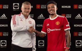 Solskjaer posa con Sancho, tras la firma de su contrato con el Manchester United. (Foto: @ManUtd).