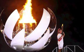 El pebetero olímpico se inspiró en el sol, y se abrió como una flor para ser encedido por Osaka. (Foto: EFE).
