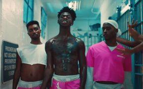 Lil Nas X se desnuda para el provocativo video de 'Industry Baby' con temática de la cárcel
