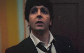 Paul McCartney rejuvenece para el video 'Find My Way' al lado de Beck