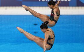 Las mexicanas Hernández y Mendoza, en la prueba de clavados sincronizados de 3 metros. (Foto: Reuters).