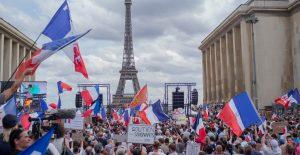 Parlamento de Francia aprueba pase especial para vacunados