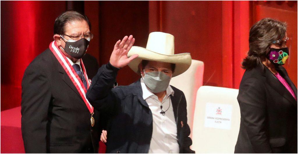 Pedro Castillo, presidente de Perú, alista remoción parcial de gabinete: Reuters
