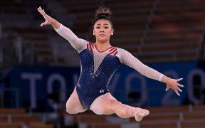 Sunisa Lee conserva el trono en la gimnasia femenil para Estados Unidos. (Foto: Reuters).