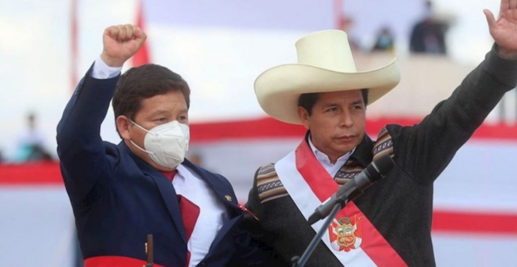 Pedro Castillo elige al congresista Guido Bellido como primer ministro de Perú