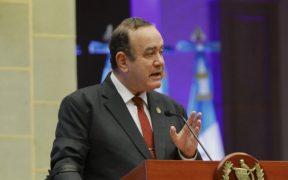 El presidente de Guatemala dice estar preocupado por suspensión de ayuda de EU a Fiscalía