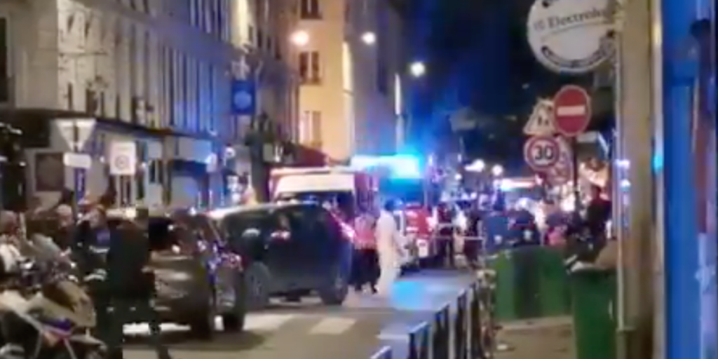Automovilista embiste contra restaurante en París; hay un muerto y varios heridos