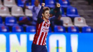 Brizuela festeja su gol, el 0-2 de Chivas frente al Puebla. (Foto: Mexsport).