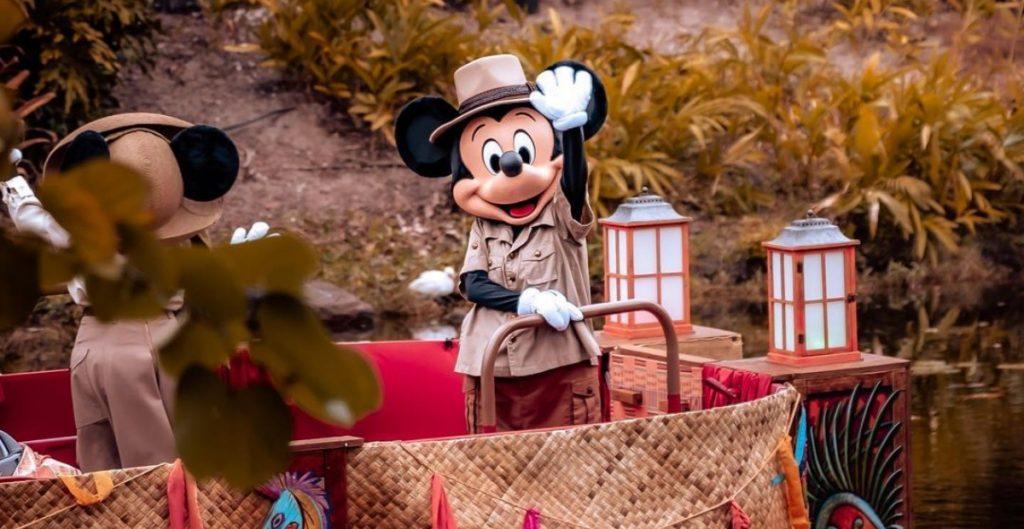 Disney exige a sus empleados en EU vacunarse contra la Covid-19