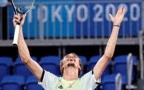 Zverev festeja su triunfo en la final de tenis de Tokio. (Foto: EFE).