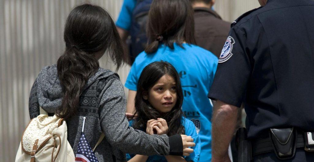 ICE liberará a familias migrantes para evitar la sobrepoblación en estaciones de la patrulla fronteriza