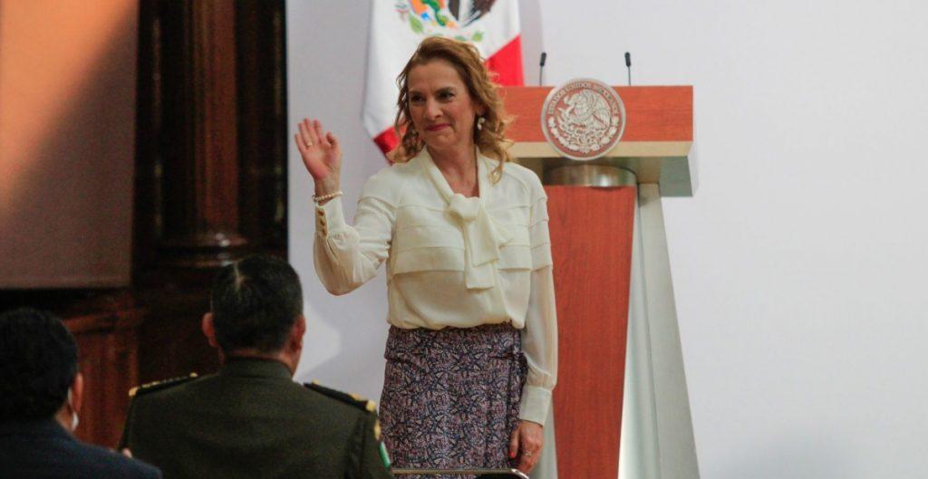"""Reclama Gutiérrez Müller al INE por no poder votar; """"su boleta la está esperando en la mesa que le toca"""", responde Córdova"""