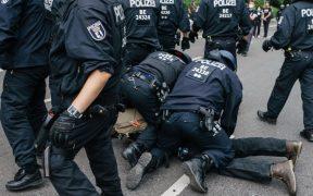 Reportan 500 detenidos en Berlín por protestas contra las medidas anticovid