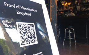 Empleadores de EU pierden la paciencia con los no vacunados contra la Covid-19