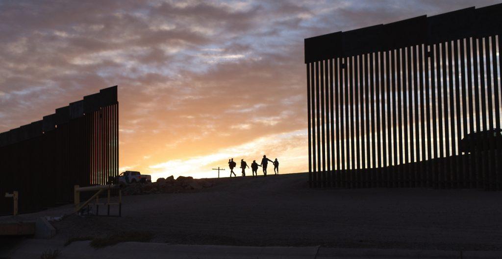 Niños detenidos en frontera México-EU en julio es récord, dice funcionario