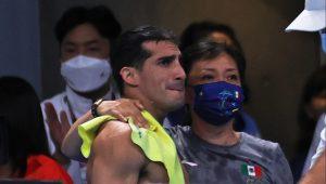 Pacheco se vio embargado por la emoción tras su último salto. (Foto: Mexsport).