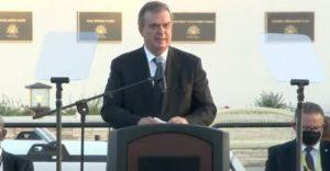 Erradicar el odio y las armas, pide Ebrard en Texas al recordar a las víctimas de la masacre en El Paso