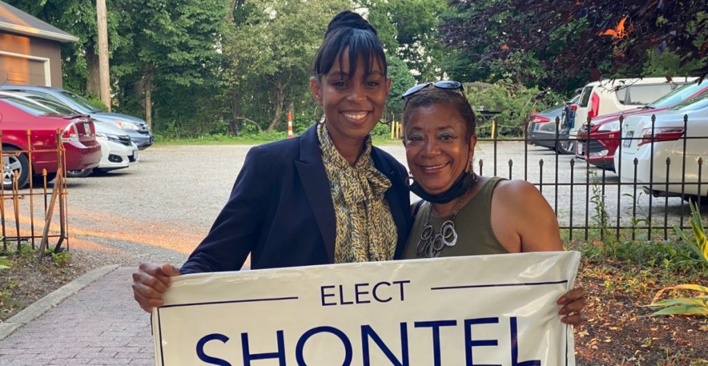 Brown mantiene raya a Turner en las primarias demócratas de Ohio