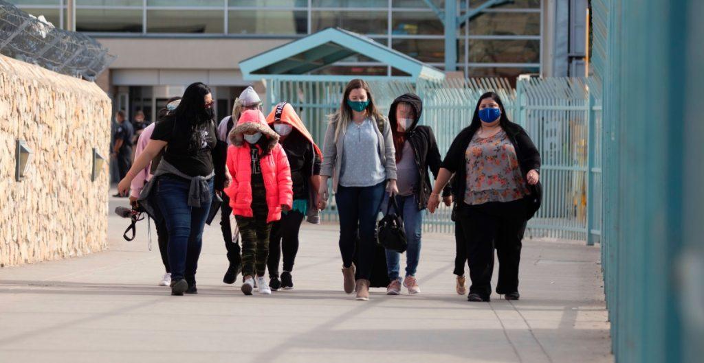 Hidalgo y McAllen, en Texas, emiten declaratoria de desastre local por aumento de migrantes y casos de Covid