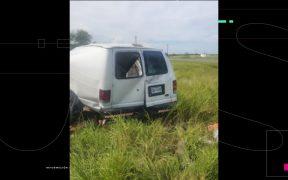 Volcadura de camioneta que transportaba a migrantes deja 11 muertos y decenas de heridos en Texas