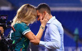 Lozano celebra con su esposa tras vencer a Japón por el bronce olímpico. (Foto: Mexsport).