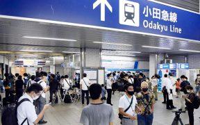 Acuchillan a 10 pasajeros en un tren suburbano en Tokio, Japón