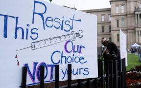 Estudiantes piden a Corte Suprema bloquear mandato de vacunación obligatoria