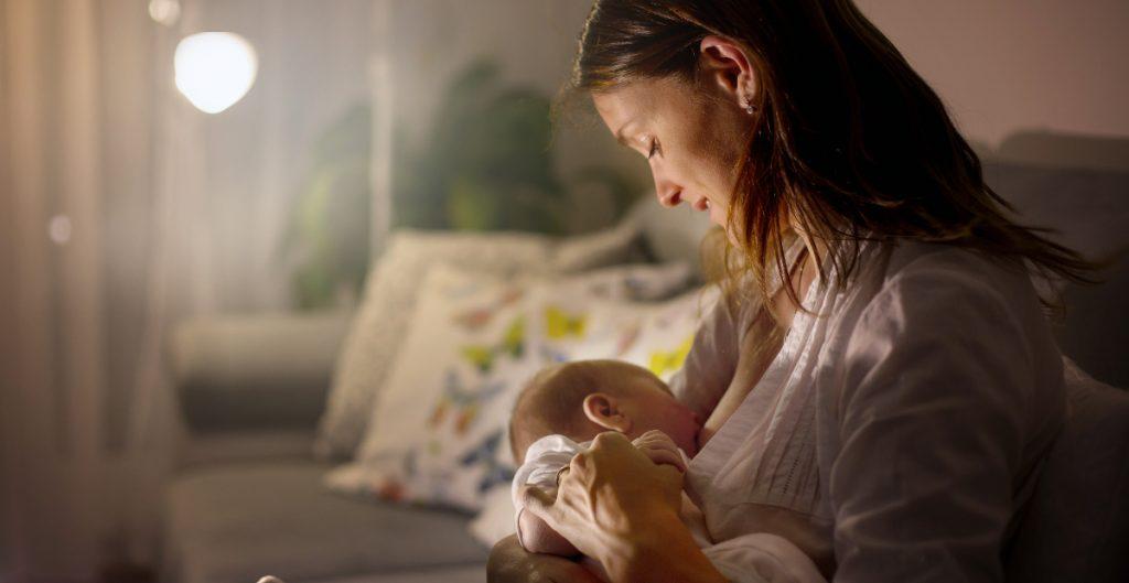 Lactancia materna, crucial en la defensa ante patógenos como la Covid-19