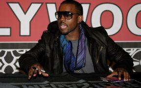 Kanye West vuela sobre un estadio para presentar 'Donda'; ofreció vacunas contra la Covid