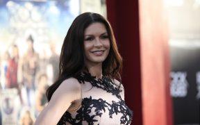 Catherine Zeta-Jones será Morticia en Wednesday, la nueva serie de Los Locos Addams para Netflix
