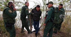 Agentes de EU insultaron a migrantes y actuaron con impunidad, según un informe de la Cámara Baja