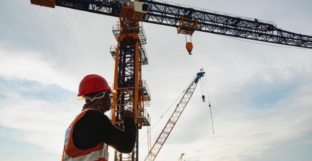 Desacelera la actividad industrial en junio 0.5%; se contrae la construcción