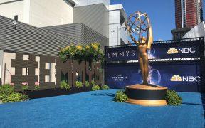 Los Emmy reducirán aforo y serán al aire libre por aumento de contagios