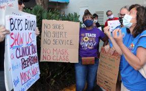 Escuelas de EU se defienden de gobernantes republicanos y desafían la prohibición de las mascarillas