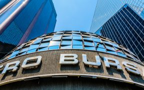 Mercados atentos a anuncio del Banxico: BMV cae 0.22% y dólar en 19.90