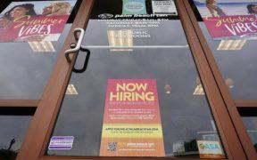 Solicitudes de ayuda por desempleo en EU bajan por tercera semana consecutiva