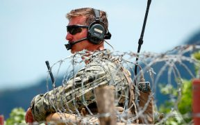 Dos soldados se declaran culpables de transportar indocumentados en Texas