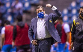 El Piojo Herrer reclama en el partido ante Puebla. (Foto: Mexsport).