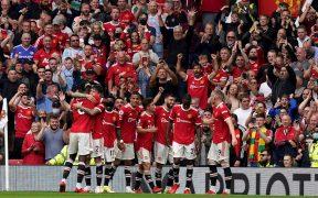 Los Red Devils festejan uno de los tres goles de Bruno Fernandes ante Leeds. (Foto: EFE).