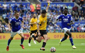JIménez participó activamente en el juego, pero tuvo pocas oportunidades de rematar. (Foto: Reuters).