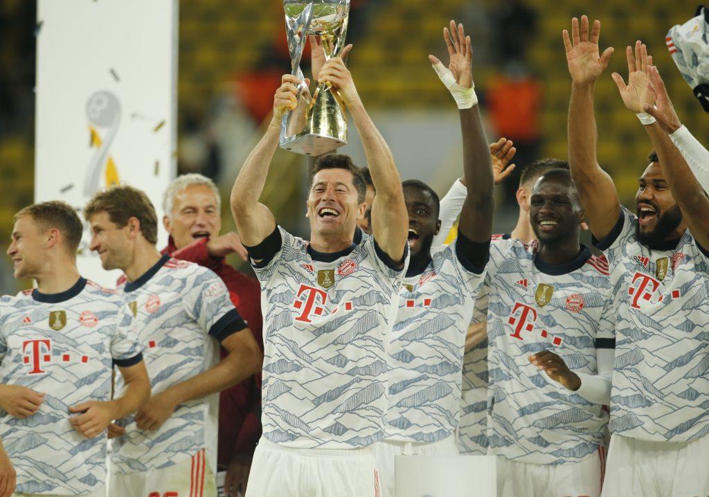 El Bayern celebra la obtención de la Supercopa, su primer título de la temporada. (Foto: Reuters).